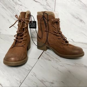 NWT Arizona Tina Lace Up Zip Boots SZ 7